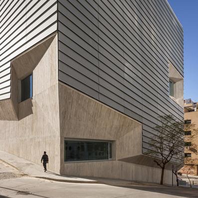 Public Library in Ceuta by Paredes Pedrosa - Dezeen | Prêt du livre numérique dans la bibliothèque publique | Scoop.it