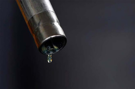 CRUDE OIL IMPORT BILL HALVES TO $64 BN IN 2015-16… | Daily jankari | Scoop.it