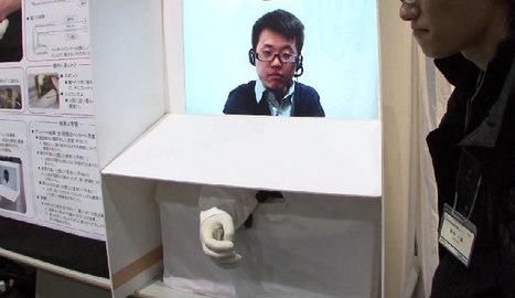Robot Designed To Give Human-Like Handshakes   Geekologie   Amitiés anthropo-robotiques   Scoop.it