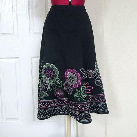 Vintage Black Flare Peasant Skirt with Multi Color Flower Embroidered Decoration | Etsy Vintage | Scoop.it