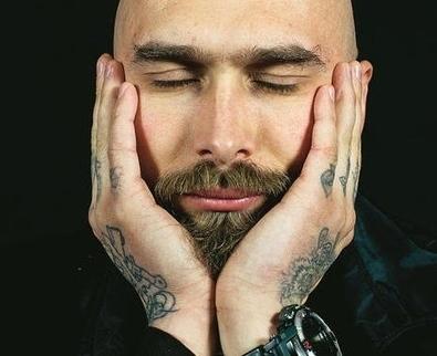 Nicolai Lilin: «I miei tatuaggi sono una moda per iniziati»  - Tempo libero - Il Piccolo   Tattoo Tattoo Convention and more   Scoop.it
