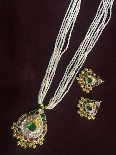 Kundan Jewellery sets including kundan mala and earrings embossed with green…   Kurtis, Sarees, Jewellery   Scoop.it