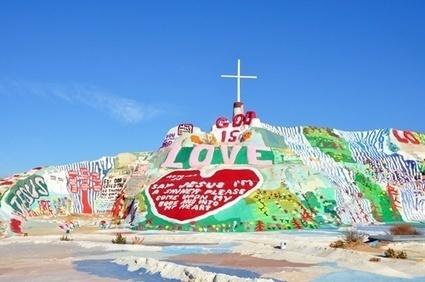 Salvation Mountai 直訳すると、救済の山。 | 砂漠の中に30年かけて作られたカラフルな山は「愛」で溢れていた! | Scoop.it