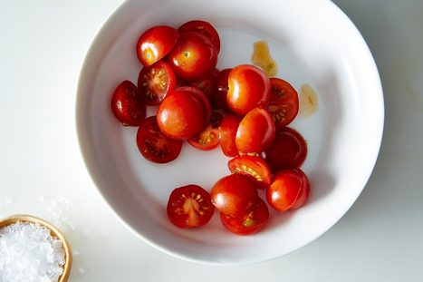 A Hack for Slicing Cherry Tomatoes | Fun With Cooking | Scoop.it