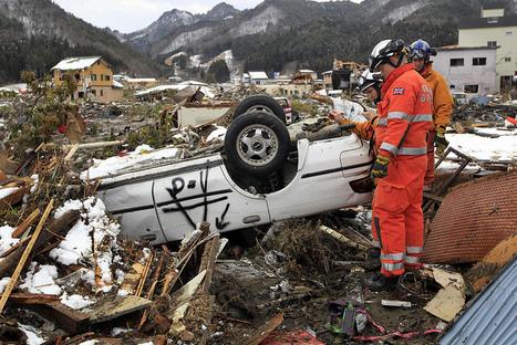 [Photo] Secouristes à Kamaishi | Flickr - Photo Sharing! | Japon : séisme, tsunami & conséquences | Scoop.it