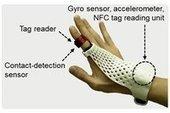 MWC 2014 - Fujitsu teste un gant connecté compatible NFC - News Mobile World Congress 2014 | [vtecl] La technologie NFC | Scoop.it