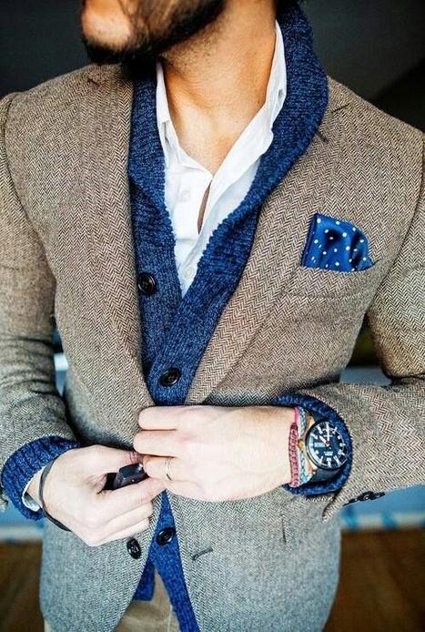 Pochette in seta blu a pois per un outfit casual chic. | Camicie uomo su misura....consigli, curiosità e molto altro | Scoop.it