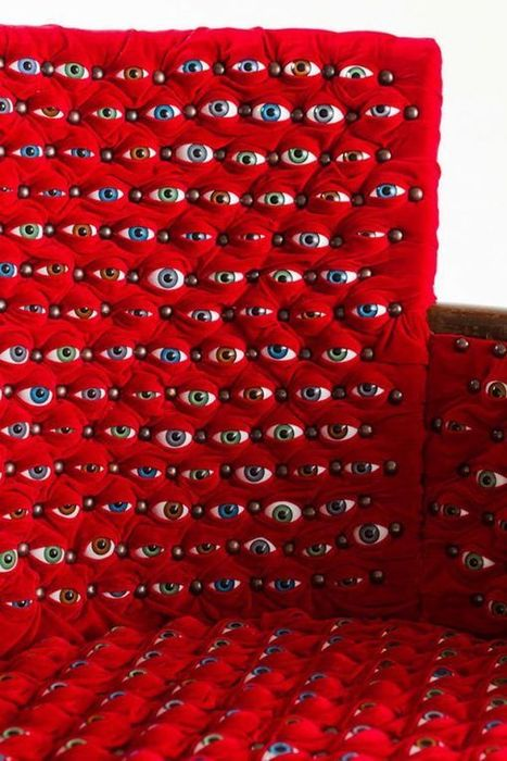 Chair Looks Around with Hundreds of Curious Eyeballs | Amazing Arts & Design | Scoop.it