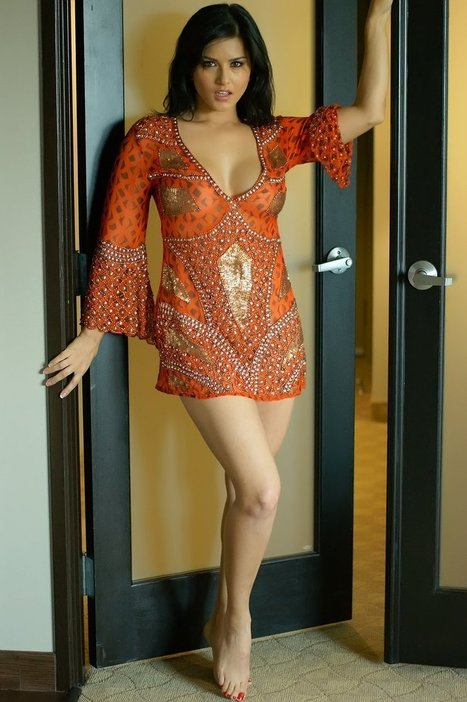 Sunny Leone Behind Closed Doors (39) - Daily Images 4 You | Daily SMS 4 U | Scoop.it