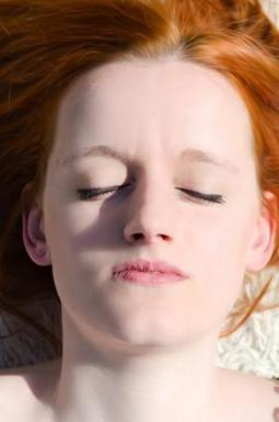 Closing your eyes boosts memory recall, new study finds | Evidence-Based Education | Scoop.it