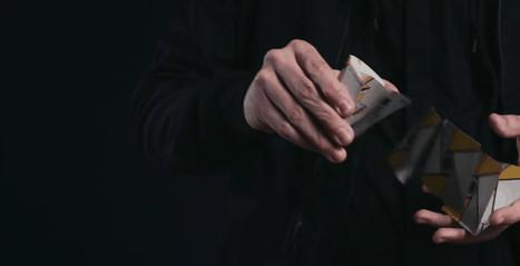 Ni siquiera la cámara lenta te ayudará a descifrar cómo mueve las cartas un ilusionista   I didn't know it was impossible.. and I did it :-) - No sabia que era imposible.. y lo hice :-)   Scoop.it