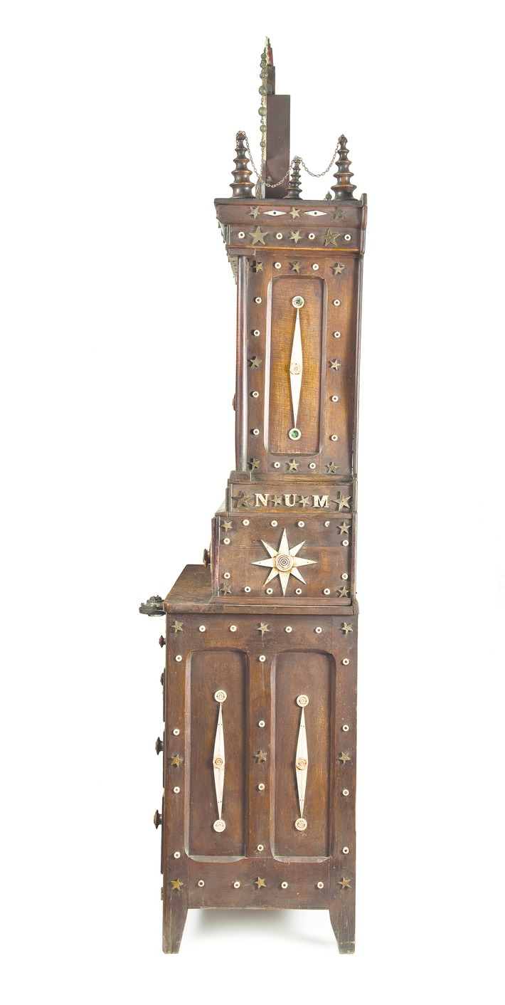A Folk Art Armoire Mourns the US Civil War's Bloodiest Day | Antiques & Vintage Collectibles | Scoop.it