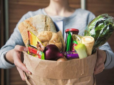Whole Foods to Invest in Instacart, Signs New Multi-Year Delivery Deal | Ecommerce logistics and start-ups | Scoop.it
