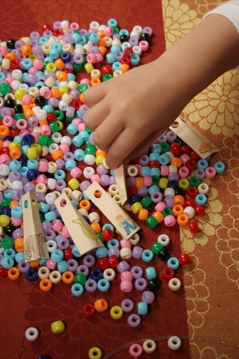 Make a Necklace to Tell a Story in Spanish {Printable Activity}   SpanglishBaby™   Preschool Spanish   Scoop.it