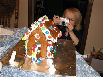 Gingerbread House! - mama smiles | Simple Christmas | Scoop.it