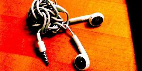 The Little-Known Scientific Reason Your iPhone Earbuds Always Get Tangled | Physics | Scoop.it