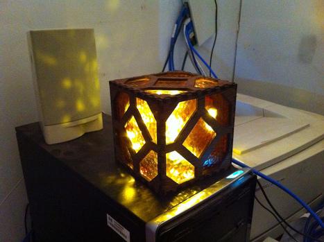 Real-Life Raspi-Controlled Redstone Lamp   Raspberry Pi   Scoop.it