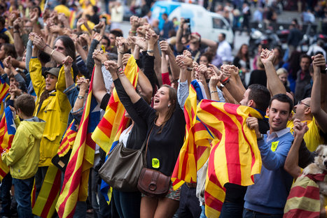 Linking Hands, Catalans Press Case for Secession | El diseño de un nuevo estado de Europa | Scoop.it