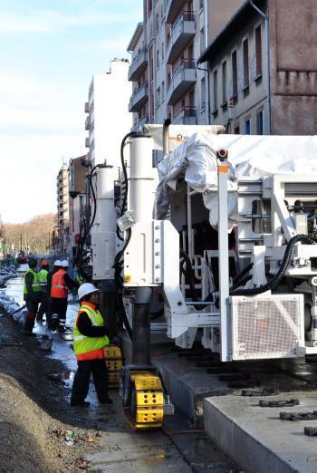 Tram Garonne : une machine  innovante qui pose les rails toute seule   Toulouse La Ville Rose   Scoop.it