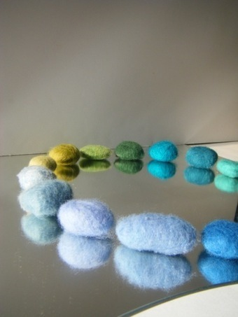 resurrection fern: The Lazy Girl's Guide to Felting Rocks : A Tutorial   Nature as a substrate:  art and craftwork   Scoop.it