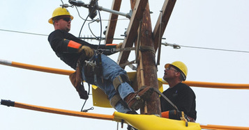 Coffeyville Community College: Electric Power Technology - Linemen | Line workers | Scoop.it