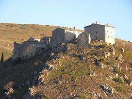 Escursioni nelle Marche: dal Castello di Elcito alla grotta di San Francesco sul Monte San Vicino | Le Marche un'altra Italia | Scoop.it