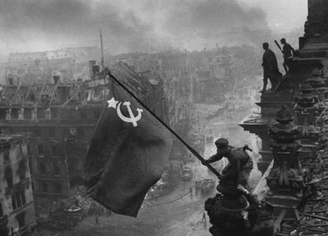 Yevgeny Khaldei El fotógrafo de la bandera en el Reichstag - Alejandro Cernuda   Comentarios sobre arte, pintura, escultura, fotografía   Scoop.it