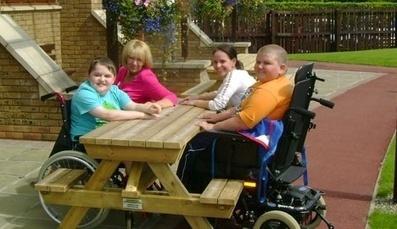 Un banc pic-nic en bois enfin accessible aux fauteuils roulants | HANDIMOBILITY | Enfance et handicap | Scoop.it