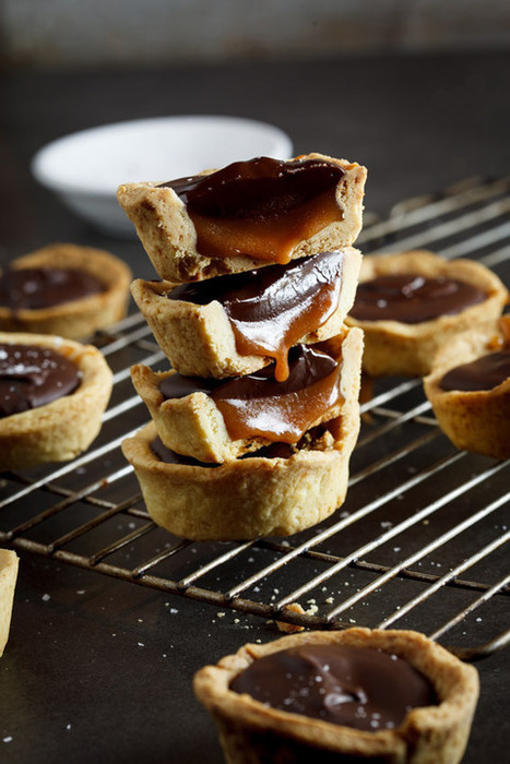 Salted caramel and chocolate cups | The Man With The Golden Tongs Hands Are In The Oven | Scoop.it