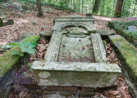 Mausoleum in the wood | Exploration: Urban, Rural and Industrial | Scoop.it