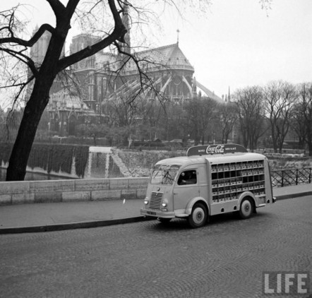 Coca Cola comes to France, April 4th, 1950 | GenealoNet | Scoop.it