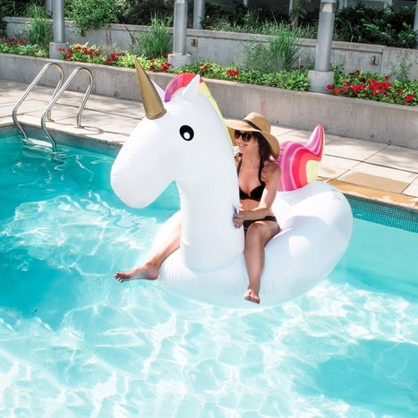 Vacation Essentials: Unicorn & Gold Swan Pool Floats | Home + DIY | Scoop.it