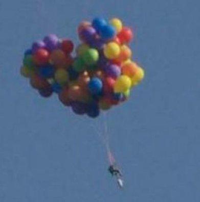 #Insolite: Un homme s'envole avec des ballons comme le film La-Haut ! - Cotentin webradio actu buzz jeux video musique electro  webradio en live ! | cotentin webradio Buzz,peoples,news ! | Scoop.it