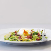 Lyonnaise Salad Is a Classic Bistro Beauty | Healthy Cooking Magazine | Scoop.it