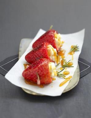 Brochettes fraises miel-romarin au Pouligny Saint-Pierre | The Voice of Cheese | Scoop.it