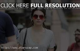 KENDALL JENNER IN CASUAL OUTFIT | Latest Celebrity News and Wallpapers | Scoop.it