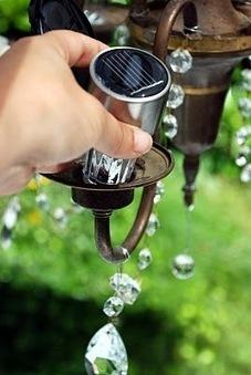 Idea cool: il lampadario in giardino