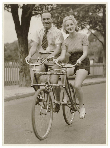 Stunning Vintage Photos of Early 1900s Australian Bike Culture | Vintage, Robots, Photos, Pub, Années 50 | Scoop.it