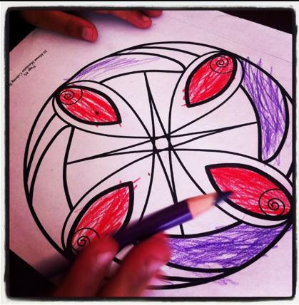 Niños relajados dibujando mandalas   Mandalas y Salud   Scoop.it