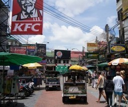 Facebook faux pas: Thai netizens cry fowl as KFC tells public to order chicken during Tsunami scare | SM | Scoop.it