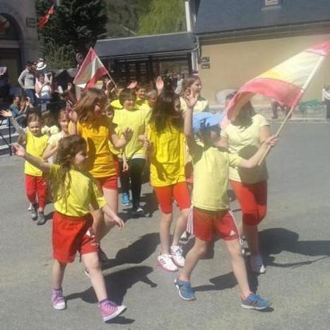 Vielle-Aure. 150 élèves français et espagnols ont défilé dans le village | Vallée d'Aure - Pyrénées | Scoop.it