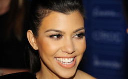 Kourtney Kardashian Smiling Wallpaper Backgrounds   Wallmeda - HD Wallpaper   Scoop.it