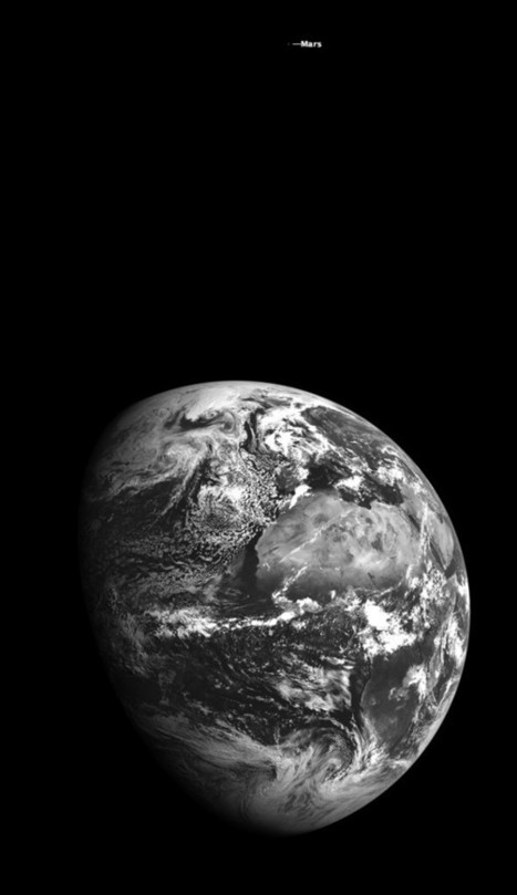 Earth and Mars Captured Together in One Photo from Lunar Orbit | astronotizie | Scoop.it