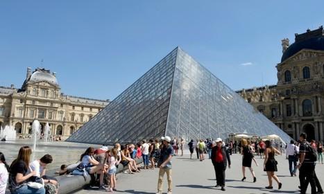 Hollande annonce l'ouverture du Louvre, d'Orsay et de Versailles 7 jours sur 7   MuséoPat   Scoop.it