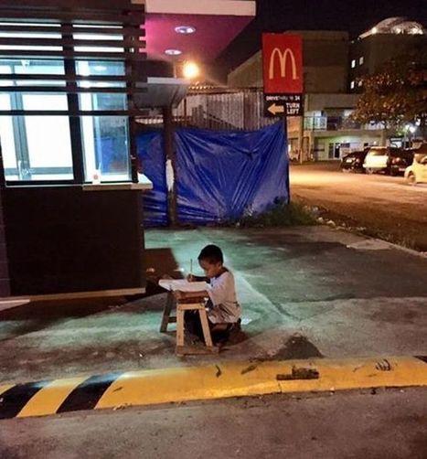 FOTO   Final feliz: niño filipino que estudiaba afuera de un ... - El Dínamo   SoyEstudiante   Scoop.it