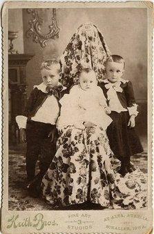 Hidden mothers in Victorian portraits   Archivance - Miscellanées   Scoop.it