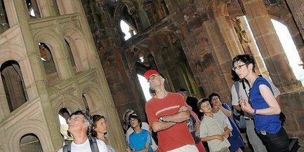 La balade des touristes dans le ciel de la cathédrale   L'info tourisme en Aveyron   Scoop.it
