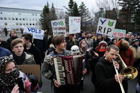 L'Islande brûle de «tout envoyer valser» | Changement | Scoop.it