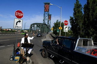 Longtime Hawthorne Bridge street entertainer dies: Portland ... | Portland Oregon Mayor Sam Adams | Scoop.it