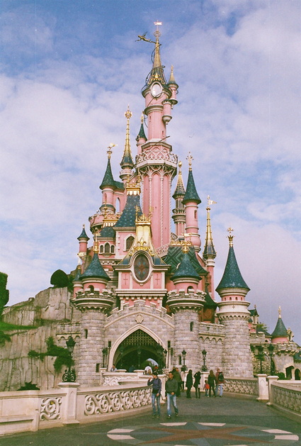 - Why do castles fascinate us that much? Well, the...   Travel & Places, Landscapes & Vistas   Scoop.it